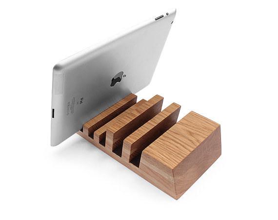 minimalist gadget storage