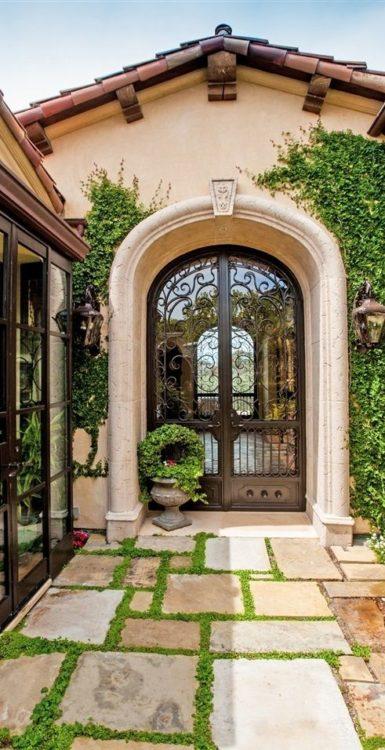Standard Meets Mediterranean Garden Design