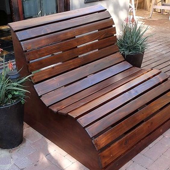 DIY Minimalist Outdoor Pallet Couch Furniture