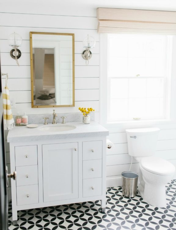 Cozy Farmhouse Bathroom