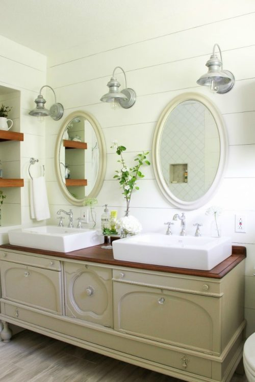 Dreamy Farmhouse Bathroom