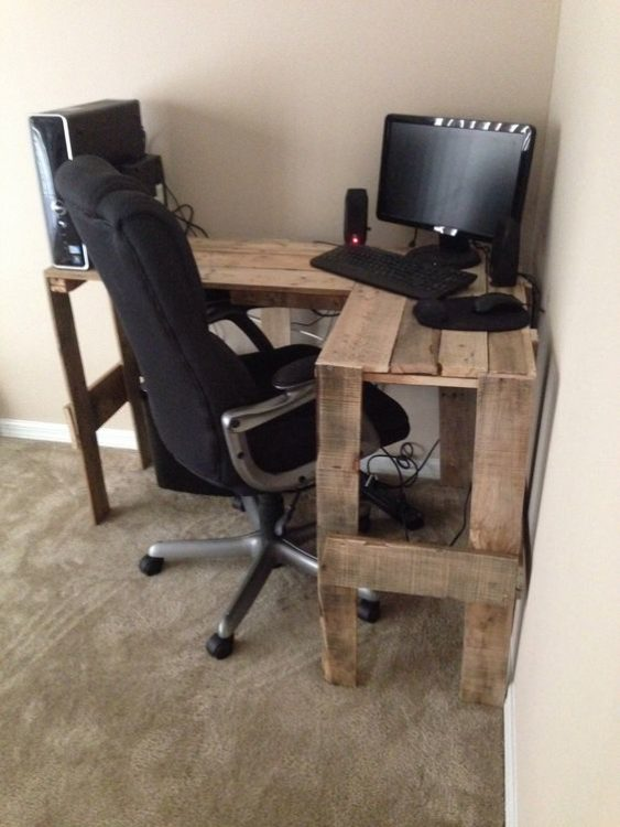 Tiny Pallet DIY Corner Desk Ideas