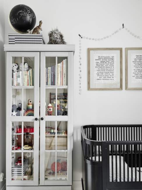 Vertical Shelves Kids Room Storage Ideas