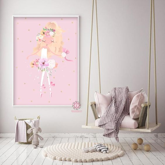 Cheerful Girls Room Decor