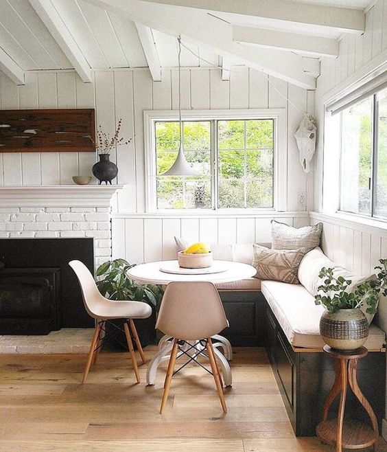 Vintage Corner Breakfast Nook Ideas